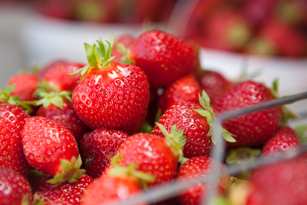 fresh strawberries at a farm stand | afoodcentriclife.com