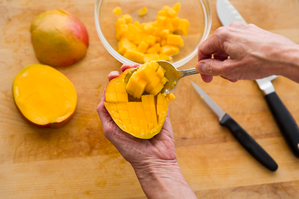 how to cut up a mango