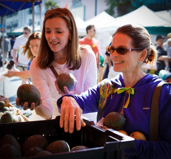 farmers market shopping | afoodcentriclife.com